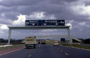 Guided by a GPS system,comedy sketches play at relevant parts of the M6 motorway.