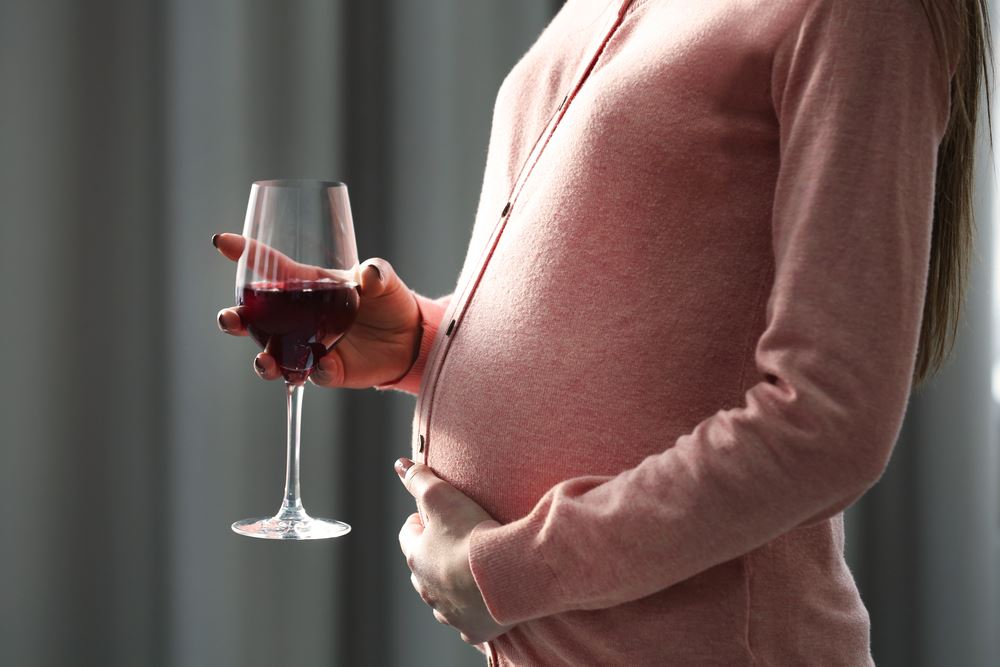 the effects of alcohol on pregnant women The effects of alcohol on fertility are greater than you may think even moderate alcohol consumption may lower fertility research shows, even women who.