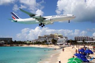 jet blast kills tourist on st maarten beach. Black Bedroom Furniture Sets. Home Design Ideas