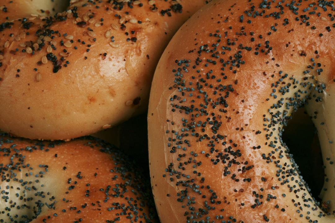 Poppy Seed Bagel Leads to Mom's 'Traumatizing' Ordeal