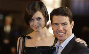 Tom Cruise and wife Katie Holmes arrive on the red carpet for the UK Premiere of Valkyrie at a central London cinema on Jan. 21, 2009.