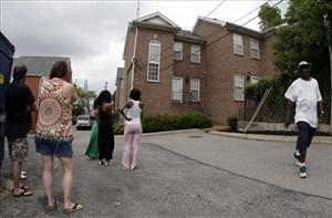 People look over the condominium complex in Nashville, Tenn., Sunday, July 5, 2009, where Steve McNair was found dead Saturday, July 4.