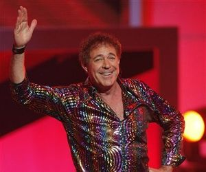 Barry Williams performs at the TV Land Awards on Sunday, April 19, 2009 in Universal City, Calif.