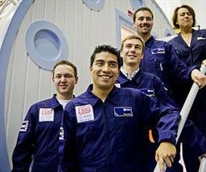 Prospective crew members pose with ESA Director of Human Spaceflight Simonetta Di Pippo
