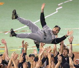 Nippon Ham Fighters manager Trey Hillman is tossed in the air by his players after the Fighters clinched the Pacific League title in a game against the Lotte Marines at Chiba Marine Stadium, near Tokyo, on Saturday September 29, 2007. Clobbering second-placed Lotte 9-1, the Fighters won the Pacific League...