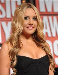 Amanda Bynes arrives at the MTV Video Music Awards on Sunday, Sept. 13, 2009, in New York.