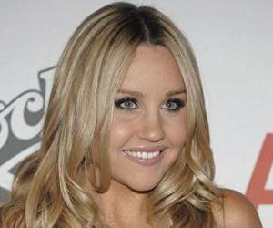 Actress Amanda Bynes arrives at the 16th Annual Race to Erase MS Gala in Los Angeles, Calif. on Friday, May 8, 2009.