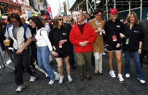Celebrity guests, led by Mayor Mike Bloomberg, center,  kick off the annual Revlon Run/Walk For Women in New York on Saturday May 5, 2007. The event is to raise money to fight against breast and ovarian cancer. From left are Kyle MacLachlan, Lilly Tartikoff, and Meredith Viera. (AP Photo/Rick Maiman)