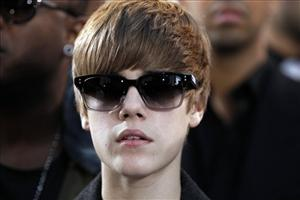 Justin Bieber arrives at the MTV Video Music Awards on Sunday, Sept. 12, 2010 in Los Angeles.