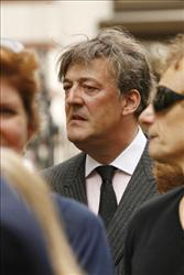 Stephen Fry  says so long to 1.9 million Twitter followers.