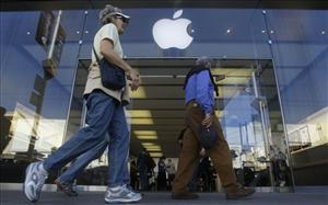 Pedestrians walk past an Apple Store in San Francisco, Tuesday, Jan. 18, 2011.
