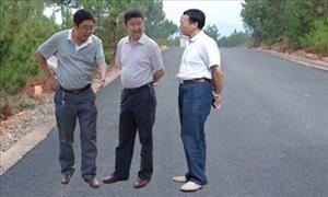 The levitating officials of Huili County.