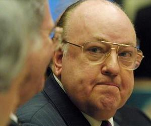 Roger Ailes, right, testifies during a hearing on election night 2000 coverage by the networks before the House committee on energy and commerce February 14, 2001 on Capitol Hill.
