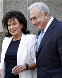 Former IMF leader Dominique Strauss-Kahn leave court with his wife, Anne Sinclair, Friday.