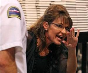 Sarah Palin signs her book at the Best Buy Rotunda at Mall of America on June 29, 2011, in Bloomington, Minnesota.