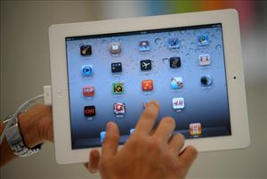 A man navigates through the new iPad 2 during its launch in the Philippines at an Apple store in Manila on April 29, 2011.