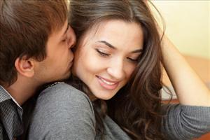 Men fall in love faster than women, a study suggests.