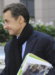 French president and babydaddy Nicolas Sarkozy had other business to attend to, at an EU summit in Brussels on Sunday, Oct. 23, 2011.