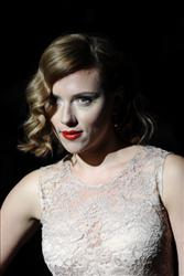 Scarlett Johansson arrives for the Dolce & Gabbana Spring-Summer 2012 ready-to-wear collection on September 25, 2011 during the Milan's women fashion week.  AFP PHOTO / FILIPPO MONTEFORTE