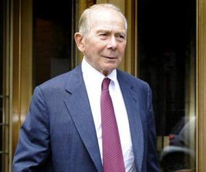 Former American International Group (AIG) Inc. CEO Maurice R. Hank Greenberg exits Manhattan federal court, Monday, June 15, 2009, in New York.