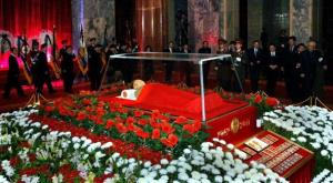 The body of late North Korean leader Kim Jong-Il lies in state at the Kumsusan Memorial Palace, while senior officials offer condolence calls in Pyongyang on December 20, 2011.