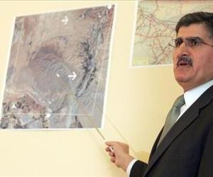 In this 2005 photo, Ali Safavi of the National council of resistance of Iran (NCRI) tells journalists that IAEA inspectors missed nuclear sites during their visits to Parchin.