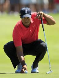 Tiger Woods lines up a putt on the second green during the final round of the Arnold Palmer Invitational golf tournament at Bay Hill, Sunday, March 25, 2012, in Orlando, Fla.