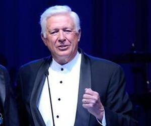 Foster Friess (R) speaks onstage during Celebrity Fight Night XVI on March 20, 2010 at the JW Marriott Desert Ridge in Phoenix, Arizona.