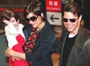 Suri, with Katie Holmes and Tom Cruise in 2009.