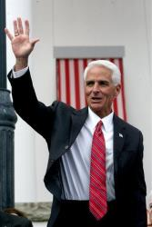 Former governor Charlie Crist waves to a crowd in Tallahassee.