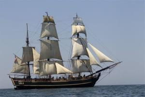 The HMS Bounty replica appeared in movies including two Pirates of the Caribbean sequels.