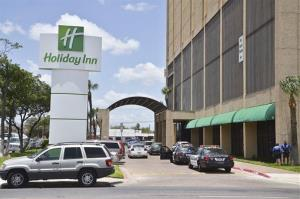 Some Chinese citizens claim they were held against their will in a Holiday Inn on the outskirts of Shanghai.