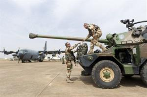 French legionnaires of the 1st Foreign Cavalry Regiment arrice at Bamako airport, Mali.
