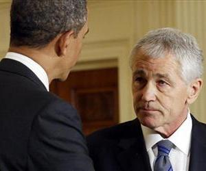 Barack Obama shakes hands with Chuck Hagel, after announcing Hagel's nomination for defense secretary in the East Room of the White House, Jan. 7, 2013.