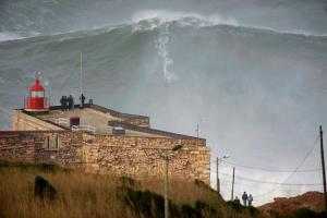 A 100-foot wave? It's pretty, either way. Photo is from the Twitter feed of Francisco Salvador.