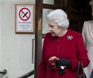 Britain's Queen Elizabeth II leaves the King Edward VII hospital following a one-day stay caused by a stomach ailment, London Monday, March 4, 2013.