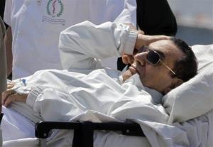 Medics and army personnel escort Hosni Mubarakinto court in Cairo on Saturday.