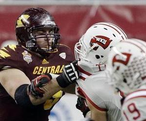 Central Michigan offensive linesman Eric Fisher blocks against Western Kentucky during the second half of the Little Caesars Pizza Bowl at Ford Field in Detroit.