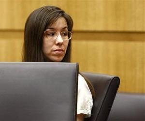 Jodi Arias looks at her family during the penalty phase of her murder trial at Maricopa County Superior Court in Phoenix, Ariz.