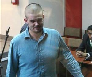 Joran van der Sloot enters the courtroom for the continuation of his murder trial at San Pedro prison in Lima, Peru, Wednesday Jan. 11, 2012.