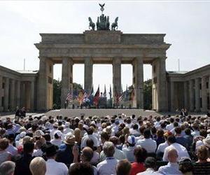 US President Barack Obama, center background, delivers a speech in front of Brandenburg Gate in Berlin, Germany, June 19, 2013.