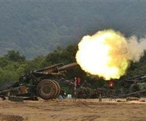 South Korean army's 155 mm howitzers fire during a military exercise to mark the 63rd anniversary of the start of the Korean War in Yeoncheon near the demilitarized zone, June 25, 2013.