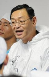 Masao Yoshida speaks at the Tokyo Electric Power Co. Fukushima Dai-ichi nuclear power plant in November 2011.