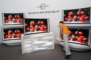 A journalist takes a look at a Samsung's curved TV in South Korea.