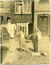Edna St. Vincent Millay and husband Eugen Jan Boissevain in front of the townhouse.