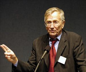 Seymour Hersh is seen at Letelier-Moffitt Human Rights Awards in this file photo.