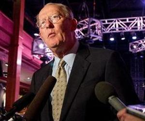 U.S. Sen. Lamar Alexander speaks to reporters in Nashville, Tenn., on Monday, Sept. 9, 2013.