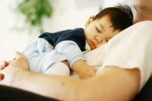 A father's diet may affect a baby's genetic makeup, a study suggests.