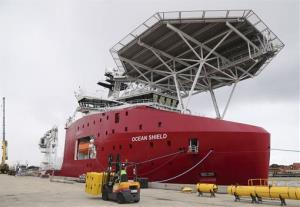 The Australian navy ship Ocean Shield has been fitted with an autonomous underwater vehicle and a towed pinger locator.
