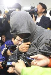 Lee Joon-seok, the captain, arrives to be questioned at Mokpo Police Station in South Korea Thursday.